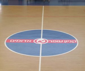 מדבקה נגד החלקה לרצפה מגרש כדורסל